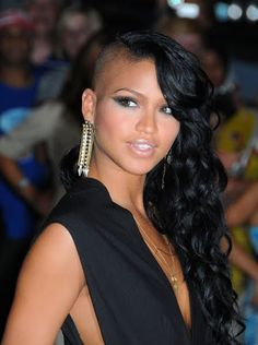Cassie Ventura's new hairstyle is wilddd. And I love her makeup in this shot.