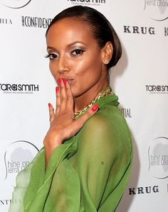 Selita Ebanks sexy slicked back hairstyle