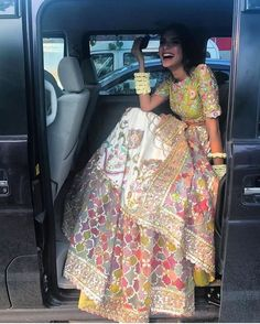 We have the latest picks of Fab Indian Mehndi Outfit Style Ideas.Trending Mehndi lehenga styles and wow offbeat suits for the modern Indian Bride! Desi Wedding Dresses, Pakistani Bridal Dresses, Pakistani Dress Design, Pakistani Outfits, Pakistani Couture, Mehndi Outfit, Sangeet Outfit, Mehndi Clothes, Desi Clothes