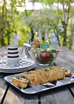 munakasrulla lohitäytteellä Table Decorations, Eat, Ethnic Recipes, Dinner Table Decorations