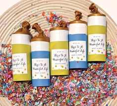 17 Cool DIY Projects Festive Confetti - World inside pictures Wedding Crafts, Diy Wedding, Wedding Bells, Wedding Stuff, Wedding Ideas, Do It Yourself Projects, Cool Diy Projects, Diy Confetti, Confetti Ideas