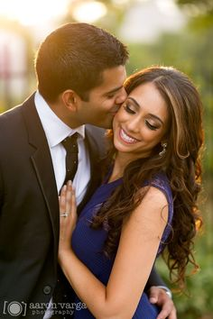Strip District and Schenley Park Engagement | Pittsburgh Wedding Photographers | Aaron Varga Photography