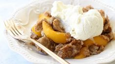 EASY PEACH COBBLER WITH CAKE MIX: Peach Cobbler with Cake Mix could not be any simpler to make! All it takes is a cake mix + peaches + a can of soda. Delicious and easy peach cobbler recipe! Cake Mix Peach Cobbler, Peach Cake, Fruit Cobbler, Cake Mix Recipes, Dessert Recipes, Dessert Ideas, Buffet Recipes, Potluck Desserts, Fruit Dessert