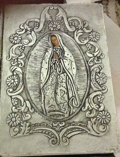Biblia decorada en lámina de aluminio