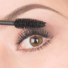 How to Get Faux-Looking Lashes Using Baby Powder