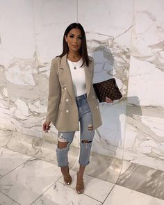 Discovered by Call me Cocaïne. Find images and videos on We Heart It - the app to get lost in what you love. Business Casual Outfits, Cute Casual Outfits, Stylish Outfits, White Blazer Outfits, Look Fashion, Autumn Fashion, Fashion Women, Mode Outfits, Fashion Outfits