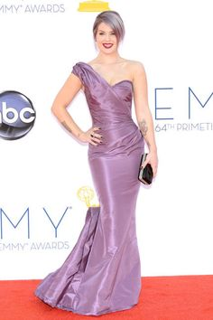 Kelly Osbourne did purple x2 at last night's Emmy Awards with violet strands and Zac Posen