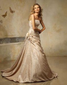 Octubre - Kifutó modellek - Esküvői ruhák - Ananász Szalon - esküvői, menyasszonyi és alkalmi ruhaszalon Budapesten