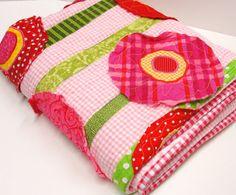 Poppy baby quilt wall art quilt in pinks reds por moonspiritstudios