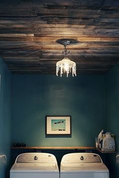 Make a lovely wood pallet ceiling - 26 Breathtaking DIY Vintage Decor Ideas