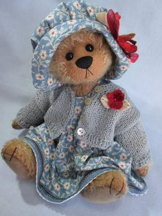 Willow by Elizabeth Lloyd by Cupboard Bears..this lil girl bear..reminds me of myself. If I were a bear this is the outfit I would wear..so comfy n pretty!!