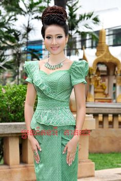 Latest African Fashion Dresses, African Print Dresses, African Print Fashion, African Dress, Elegant Dresses, Pretty Dresses, Beautiful Dresses, Myanmar Traditional Dress, Traditional Dresses