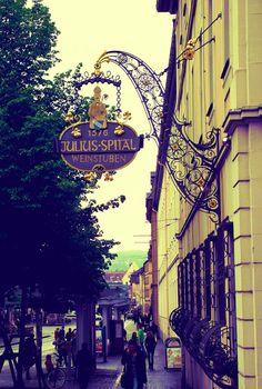 Tagesausflug von Ansbach nach Würzburg. WEineinkauf für die Hotelgäste des Hotel Platengarten im Juliusspital. Romantic-wine-tours, iron doors gates signs