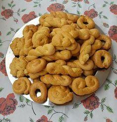 #Κουλουράκια   Όπως τα φτιάχνει η γιαγιά μου...  Τραγανά,αφράτα και πεντανόστιμα!  Κουλουράκια της γιαγιάς  Υλικά  2 φλ. ζάχαρη  4 αβγά  250 γρ. βούτυρο  ½ φλ. γάλα  ½ φλ. χυμό πορτοκαλιού  ξύσμα πορτοκαλιού  1 κιλό αλεύρι  4 κ.γ. μπέικιν πάουντερ  2 βανίλιες  ½ κ.γ. σόδα  ½ κ.γ. αλάτι  Εκτέλεση  Χτυπάμε το βούτυρο με