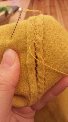 Reparatur an wollenen Beinlingen (13.Jhd) Mending woolen hose/stockings (13th century)  tags: medieval, Mittelalter, Reenactment, Living History