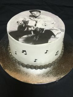 Elvis birthday cake w/ music notes on the side Camo Birthday Cakes, Elvis Presley's Birthday, Birthday Fun, Fiftieth Birthday, 75th Birthday, Fondant Cakes, Cupcake Cakes, Cookie Cakes, Cookies