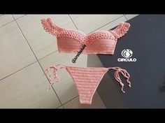 Como tejer chaleco, chambrita, saco, sueter para niña a crochet ganchillo - Crochet Stuffed Top Crop Tejido En Crochet, Crochet Bikini Top, Crochet Diy, Crochet Woman, Crochet Shell Stitch, Pleated Fabric, Baby Cardigan, Crochet Videos, Crochet Clothes