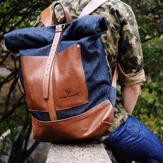Un sac à dos Atelier de l Armee dans le plus pur style workwear, avec un beau contraste entre le cuir et le denim.