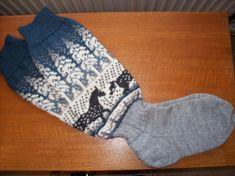Villasukat täysvillasta | Päivineule, Lieksa Knitting Socks, Gloves, Fashion, Breien, Knit Socks, Moda, Fashion Styles, Fashion Illustrations