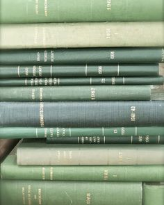 old books, green art, rustic photography, vintage books Mint Green Aesthetic, Aesthetic Colors, Aesthetic Vintage, Aesthetic Pictures, Aesthetic Art, Verde Vintage, Vintage Art, Vintage Books, Green Library