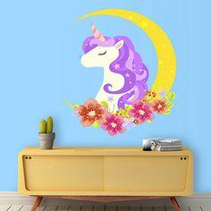 Vinilo de un unicornio de pelo morada en la luna. Haz volar la imaginación de los más peques con este original vinilo.
