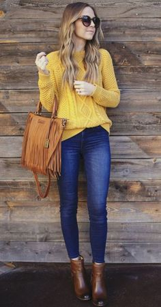 Women's Ankle Boots Outfit With Yellow Sweater And Jeans Women's Ankle Boots Collection: Looking for a trendy new pair of ankle boots to wear with an outfit similar to this one? Check out our amazing collection of women's ankle boots… Continue Reading → Casual Winter Outfits, Winter Fashion Outfits, Classy Outfits, Look Fashion, Fall Outfits, Outfits Otoño, Grunge Outfits, Hijab Fashion, Street Fashion