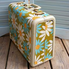 Suitcase re-do. I have an amazing suitcase that needs some fun done to it!