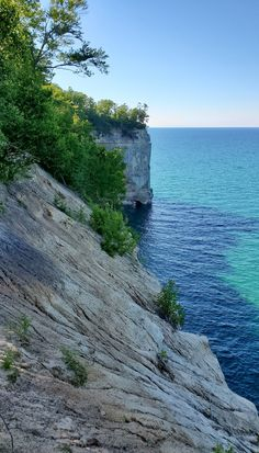 best hikes in pictured rocks. michigan hiking trails. things to do in michigan. upper peninsula, up north. midwest road trip. lake superior. national park vacation. pictured rocks national lakeshore. great lakes vacation. adventure vacation ideas. usa travel destinations. united states. america. Vacation Places, Vacation Trips, Vacation Ideas, Michigan Vacations, Michigan Travel, Pictured Rocks National Lakeshore, Picture Rocks, States America, United States