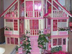 ¡Cómo quisiera regresar el tiempo! Mi infancia fue maravillosa en gran parte gracias a Barbie. Tuve demasiados accesorios para ellas, que mis tiempos de juego eran inolvidables, pero cuánto hubiera dado por tener todos estos que verán a continuación. 1. En mis tiempos no existíaStarbucks, pero jugar a las Barbiescon estos accesorios debe ser maravilloso. …