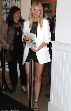 La actriz lucía unas piernas increíbles en Beverly Hills, California.