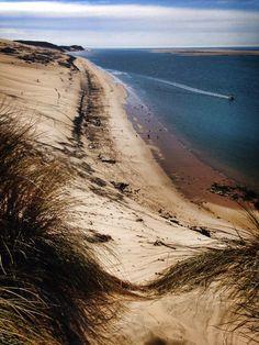 Je vous conseille d'aller à la Dune du Pyla. C'est un endroit magnifique avec une superbe vue.