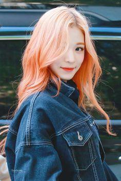 Chaeyoung fromis_9 #kpop Kpop Girl Groups, Korean Girl Groups, Kpop Girls, My Girl, Cool Girl, 54 Kg, Hair Color And Cut, Tumblr, Korean Celebrities