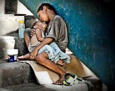 Here i present 30 brilliant photographs exposing the actual face of poverty. Do give feed back and please think on the issue of poverty after watching these Poor Children, Precious Children, Beautiful Children, Beautiful People, Poor Kids, Children Raising, Hungry Children, Mundo Cruel, Portraits