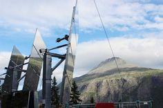 A cidade de Rjukan, Noruega, recebeu um sistema de espelhos gigantes que vai iluminar a cidade durante os meses com menor incidência de sol. A ideia é aumentar a claridade natural entre os meses de setembro e março, economizando gastos com energia elétrica e apoiando a geração de energia limpa e renovável.