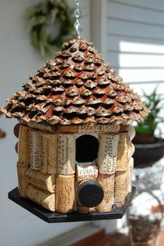 Maison d'oiseaux belle de liège bouchons décoration avec liège idée maison liège déco inspiration