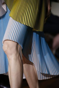 See all the Details photos from Stella McCartney Spring/Summer 2016 Ready-To-Wear now on British Vogue Fashion Details, Love Fashion, High Fashion, Fashion Beauty, Fashion Show, Fashion Design, Stella Mccartney, Fashion Week, Runway Fashion