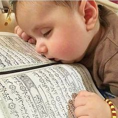 One of the wonderful qualities of Prophet Muhammad (peace be upon him) was his endless patience and the best example of this was the patience of the Prophet when spreading the message of Islam Cute Baby Boy, Cute Baby Girl Images, Cute Baby Pictures, Cute Little Baby, Baby Kind, Little Babies, Baby Photos, Baby Love, Cute Babies
