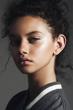 neue Saison (DYLANA / SUAREZ) Eine neue Saison (DYLANA / SUAREZ) thank you for this pic I just loved the light you captured in my eyes ! ❤️ Marina Nery by Paul Morel — Marina Nery @ The Society New photography beautiful face character ins.