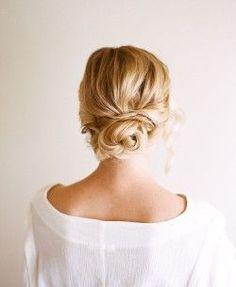 Hair Tutorial: Easy + Pretty Updo