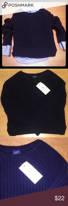Gap Navy Cable Knit Sweater Gorgeous Gap Navy Cable Knit Sweater is perfect for your little one this winter! Can be boys or girls! Gap Shirts & Tops Sweaters