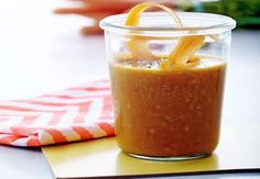 Sund aftensmad på max 30 minutter   Iform.dk Pesto, Quinoa, Peanut Butter, Curry, Food And Drink, Veggies, Pudding, Chili, Orange