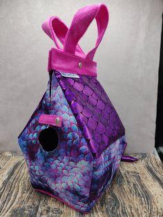 Zeemeermin Birdhouse Bag, Vogelhuis Breitas / projecttas, voor breiwerk, haakwerk etc by FiberRachel on Etsy Yarn Bowl, Knitted Bags, Knit Or Crochet, Birdhouse, My Bags, Crochet Projects, My Design, At Least, Mermaid