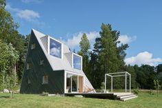 Summer retreat with triangular profile  Leo Qvarsebo - HomeWorldDesign (9)