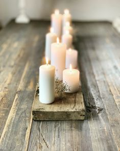 weihnachten skandinavisch Mood - Candles on an old board - Winter Christmas, Christmas Time, Christmas Crafts, Advent Wreath Candles, Diy Crafts To Do, Xmas Lights, Partys, Pillar Candles, Christmas Decorations