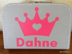 koffertje met naam: kroon met hart