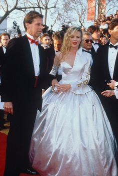 Kim Bassinger - Worst Oscars dresses of all time - Yikes!