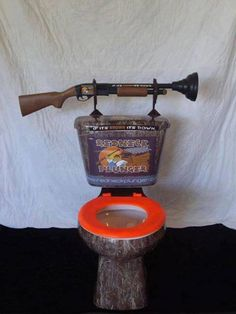 Commode, yep that should unclog it! Redneck Crazy, Redneck Girl, Man Cave Rv, Cool Toilets, Plumbing Humor, Redneck Humor, Rednecks, Bathroom Humor, Camo Bathroom