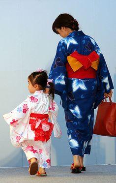 Oriental Beauty, omgosh! They are wearing yukatas!