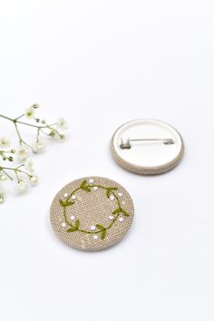 Handmade embroidered mistletoe wreath pin badge. This simple but elegant mistletoe wreath pin brooch is made from natural linen fabric. The wreath and white berries are all delicately hand sewn. These little sewn badges look great pinned onto clothing or accessories. A lovely little gift, ideal for the festive season or as a Christmas stocking filler. #embroideredmistletoe #mistletoebadge #mistletoebrooch #christmasbadge #festivebrooch #embroideredbadge #mistletoepin #mistletoepinbadge Floral Print Fabric, Floral Prints, Brooch Corsage, Liberty Of London Fabric, Christmas Stocking Fillers, Vintage Fabrics, Pin Badges, Mistletoe, Flower Brooch