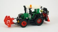 This German tractor built by Stefan is both awesome-looking and versatile, just as a LEGO tractor should be! Lego Tie Fighter, Cake Table Birthday, Custom Lego, Custom Cake, Lego Truck, Lego Man, Lego Storage, Lego Design, Lego Worlds